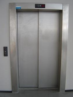 Que faire si vous tes dans un ascenseur avec votre pdg for Ascenseur dans une maison