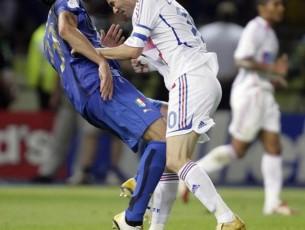 http://www.qapa.fr/news/wp-content/uploads/le-coup-de-boule-de-zidane-en-2006-305x230.jpg